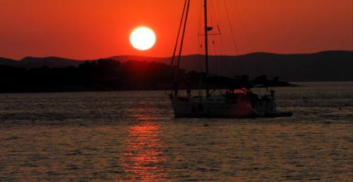 Wakacyjne wspomnienie .... #podróże #wakacje #urlop #ZachódSłońca #Chorwacja #jacht #morze #woda #imprezy #CZARNYRYCERZ
