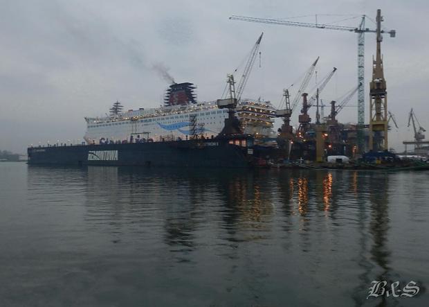 ...przy Nabrzeżu Ostrowica w Gdańskiej Stoczni Remontowej #Gdańsk #morze #stocznia
